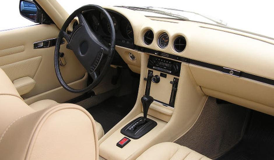 Leren auto bekleding verven en krijg weer een mooi fris for Auto interieur reinigen zelf